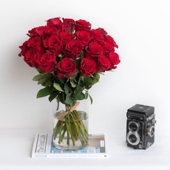ode la rose best sellers a dozen red roses to candy bouquets - Red Garden Rose Bouquet
